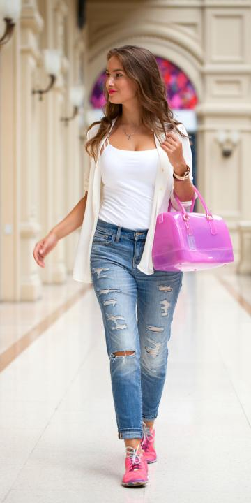 weißes Top mit Jeans